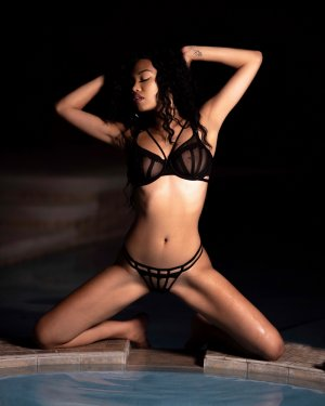 Lenais tantra massage and escort girl