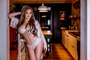 Souana escort girls in Crown Point Indiana and nuru massage